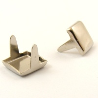 Medium Square Stud x 25