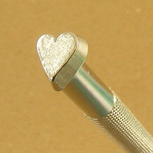O86 Heart Embossing Stamp
